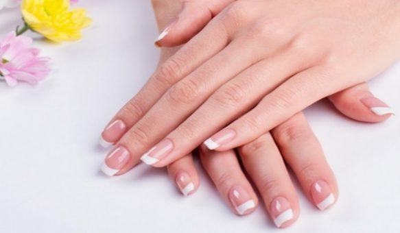 3 وصفات فعالة لتتخلصي من إصفرار أظافرك و استعادة لونها الزهري !