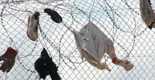 سلطات مليلية المحتلة تعود لوضع الشفرات الحادة على السياج الحدودي
