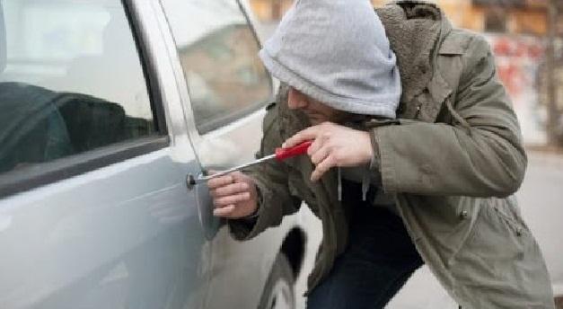 تطوان.. اعتقال اثنين من عصابة مختصة في سرقة ما بداخل السيارات