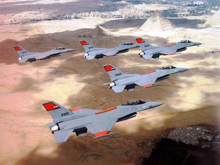 الجيش المصري يشن ضربات جوية على