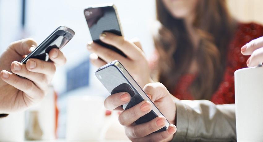 استخدام الهواتف الذكية بإفراط يحد من قدرتنا على تذكر التفاصيل