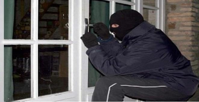 اعتقال بستاني وخادمة سرقا أموال و مجوهرات مسؤولة أمنية بالهرهورة