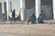 سكان أكادير يحاولون