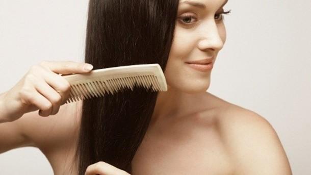3 طرق فقط لتحصلين على شعر حريري بدون تدخل حراري