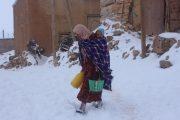 استمرار عملية إزالة الثلوج ودعوات لإيواء المتضررين بالمساجد