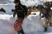 الثلوج تتسبب في تعليق الدراسة في بعض المناطق وتدخلها في عزلة
