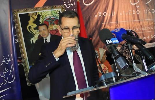 العثماني يشرب ماء