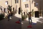 بالفيديو.. بائع متجول يحتج بخلع ملابسه داخل بلدية تيزنيت