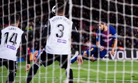 برشلونة يحقق فوزا صعبا على فالنسيا في كأس ملك إسبانيا