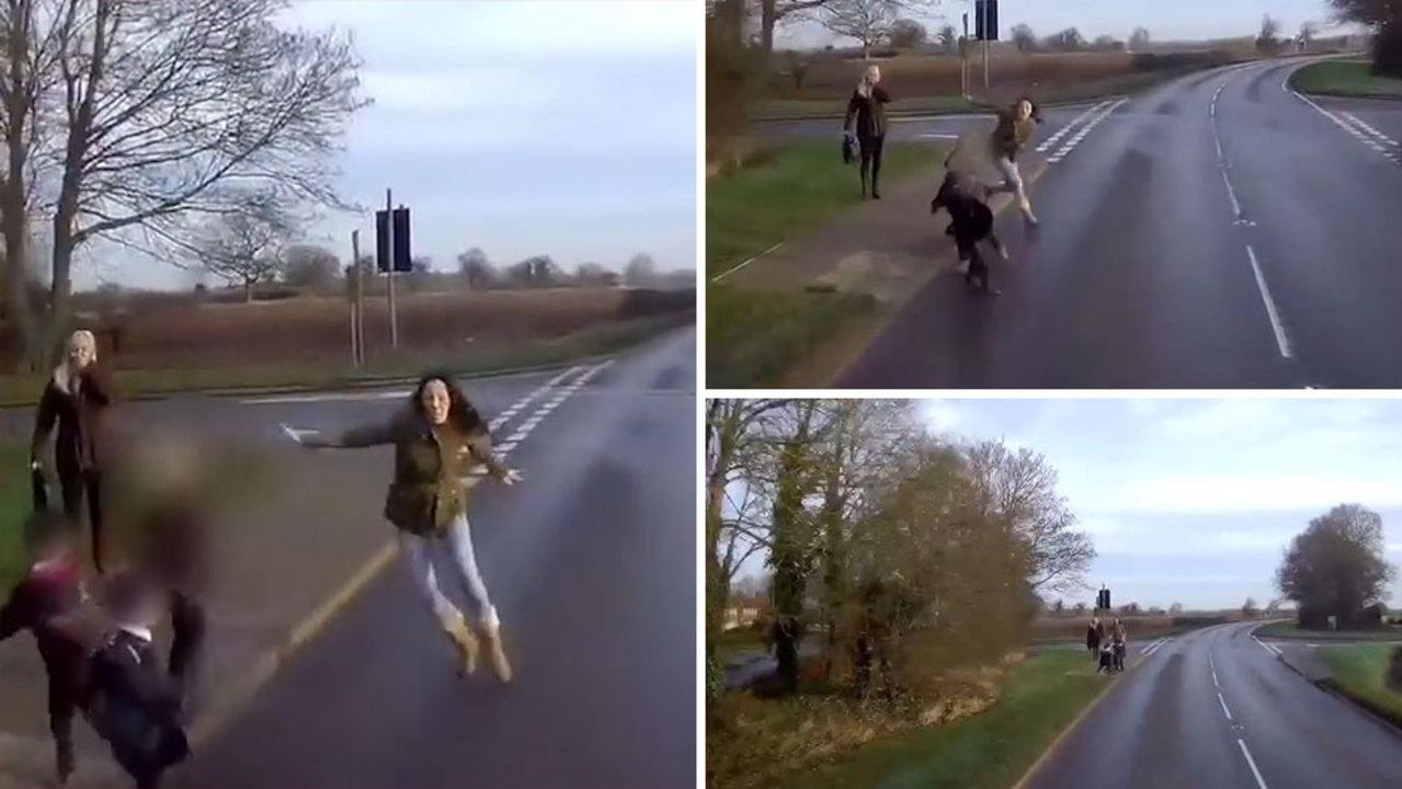 بالفيديو... أم تلقي بنفسها أمام شاحنة لإنقاذ أطفالها