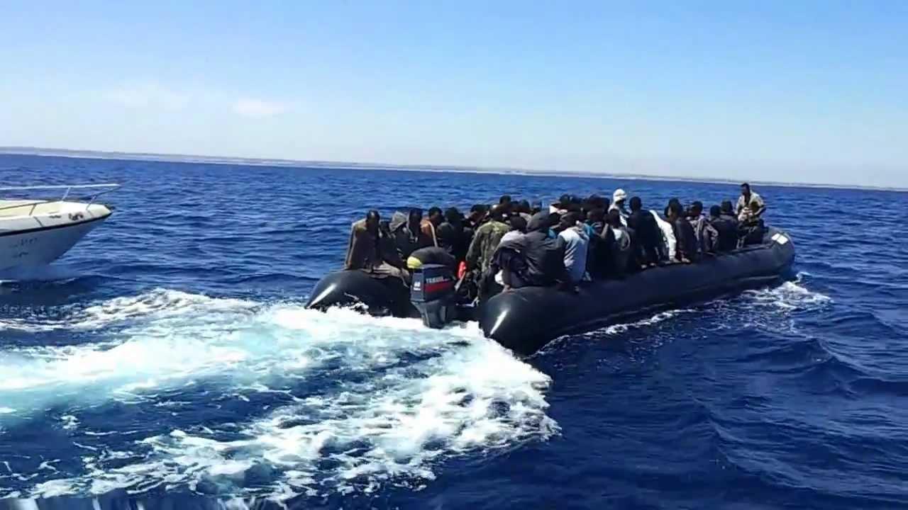 طنجة.. البحرية الملكية أغاثت 71 مهاجراً ينحدرون من إفريقيا جنوب الصحراء