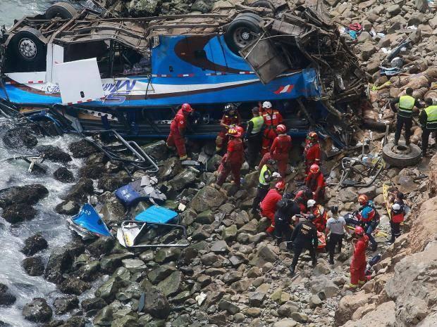 البيرو.. مصرع 44 شخصا إثر سقوط حافلة في منحدر جنوب البلاد