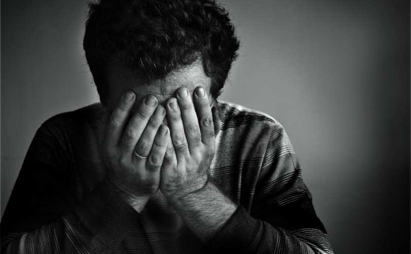 تعرُّض الأب للضغط يزيد خطرَ إصابة أطفاله بالاكتئاب!
