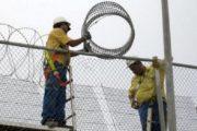 """حقوقيون ينددون بوضع """"شفرات حادة"""" على السياج الحدودي مع مليلية"""