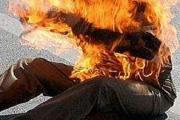 يحرق جسده احتجاجا على حرمانه من الاستفادة من محل بسوق نموذجي