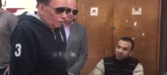 بالفيديو.. موقف مضحك للزعيم أثناء إدلائه بصوته في الإنتخابات الرئاسية المصرية
