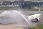 تعرف على سر ظاهرة رش الطائرات بالماء في بعض المطارات!!