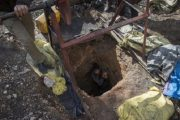 رغم قرار المنع.. عمال الفحم بجرادة يعتصمون داخل