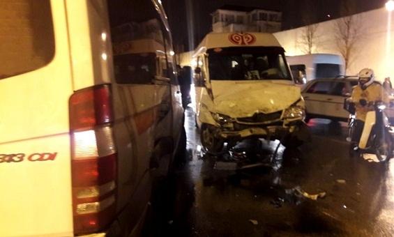 طنجة.. إصابة 20 شخصا إثر اصطدام عنيف بين سيارتين لنقل العمال