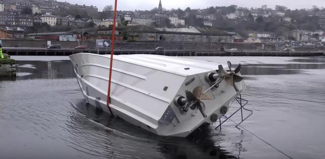 قارب إنقاذ مبتكر من المستحيل إنقلابه أو غرقه !