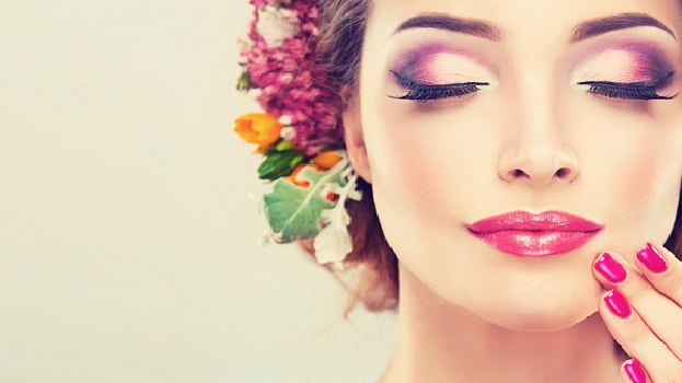 ماكياج خفيف باللون الوردي لإطلالة ربيعية هادئة وناعمة