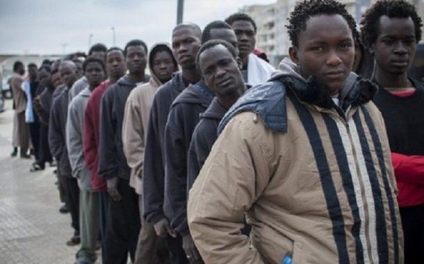 أخيرا.. الجزائر تعترف بترحيل 27 ألف مهاجر إفريقي منذ 2015