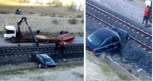 إقليم الناظور.. نجاة ركاب سيارة شطرها قطار إلى نصفين