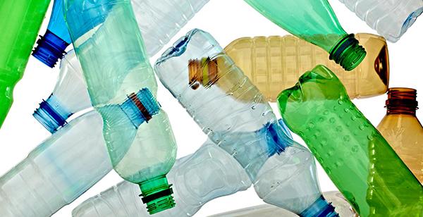 احذر.. مخاطر مفزعة لاعادة استعمال الزجاجات البلاستيكية !!