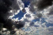 طقس نهاية الأسبوع.. سماء غائمة وزخات مطرية
