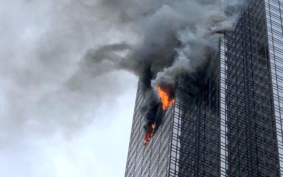 مصرع شخص وإصابة ستة آخرين جراء حريق في برج ترامب