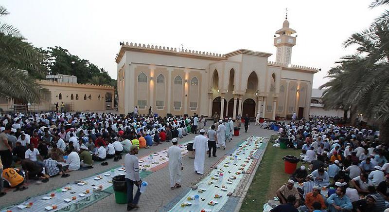 هذا البلد العربي يحظر الشيشة والتدخين في رمضان !