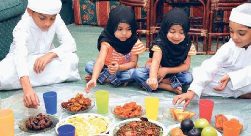 مع إقتراب شهر رمضان.. نصائح مهمة لتدريب أطفالك على الصيام