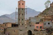 سقوط خميسني من فوق صومعة مسجد في طور البناء
