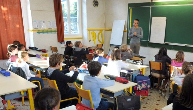 فرنسا تمنع ارتداء الملابس الدينية في المدارس