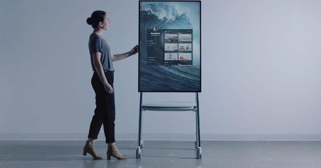 بالصور.. مايكروسوفت تطرح حاسبا لوحيا عملاقا بمزايا متطورة !