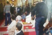 شخص يهاجم المصلين ويثير فوضى بمسجد حسان.. والأمن يوقفه