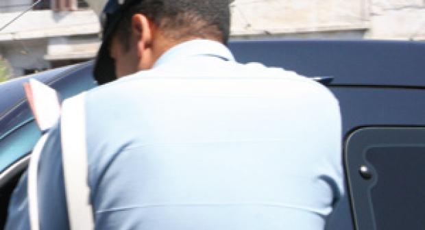 مديرية الأمن تدخل على خط قضية الشرطي الذي يعمل حارسا ليليا، وتكشف حقائق جديدة ومثيرة