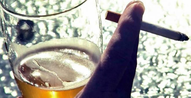 دراسة علمية تكشف عن مخاطر جديدة للتدخين والكحول