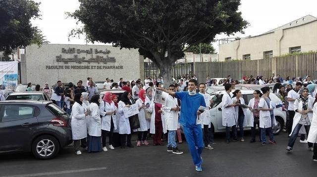 أمزازي والدكالي يمتصان غضب أساتذة الطب وينقذان الطلبة من ''سنة بيضاء''