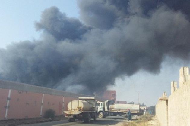 سيدي بيبي.. حريق بمستودع للمواد الزراعية يخلف إصابة عاملين وخسائر مادية كبيرة
