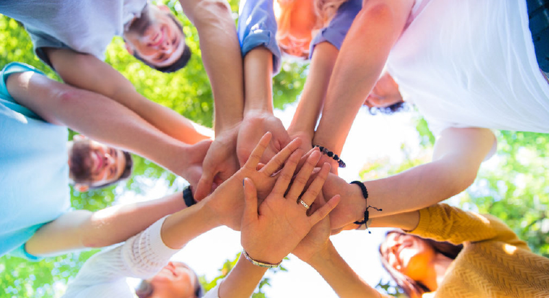 هل الصداقة أهم من الأسرة ؟.. دراسة جديدة تجيبكم | مشاهد 24