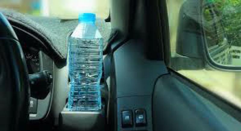 إحذر من وضع عبوات المياه بسيارتك !