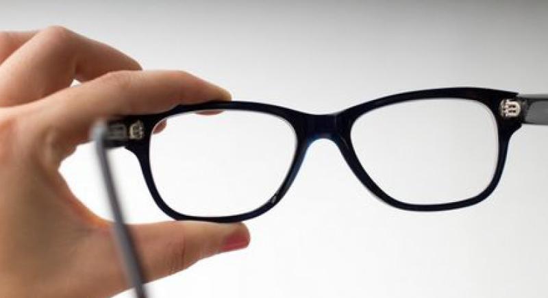 أداة مجانية لفحص نظارتك الطبية !
