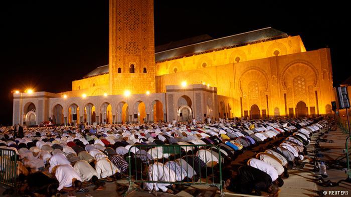 استطلاع: غالبية المغاربة يؤيدون معاقبة المفطرين علنا في رمضان