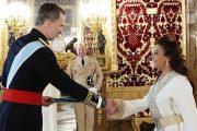 السفيرة بنيعيش تقدم أوراق اعتمادها للعاهل الإسباني