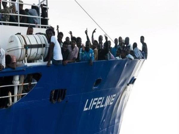 باريس تعلن قرب نهاية مأساة 234 مهاجرا على متن سفينة