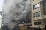 شاب يضرم النار في منزل عائلته.. وهذا هو السبب !!
