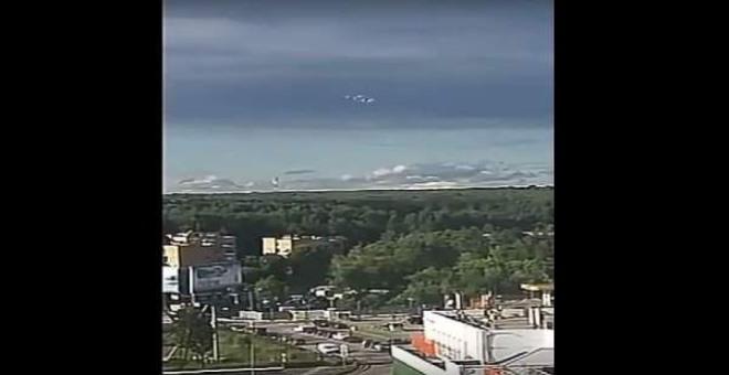 بالفيديو.. تزامنا مع انطلاق المونديال..ظهور جسم فضائي ضخم في سماء موسكو