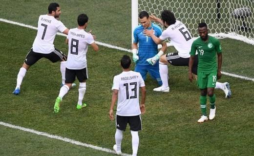 السعودية تحقق أول فوز على حساب الفراعنة