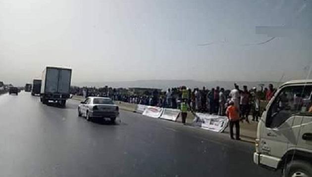 الجزائر.. متقاعدو ومعطوبو الجيش في مسيرة احتجاجية على الأقدام